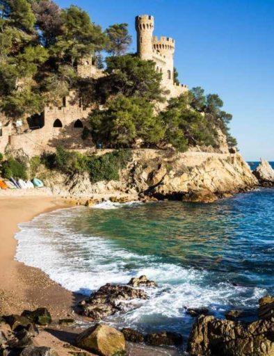 plage de Sa Caleta et Château de Lloret de Mar